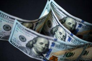 Pese a que los bancos no vendieron divisas, el dólar blue volvió a subir y el oficial avanzó  -  -
