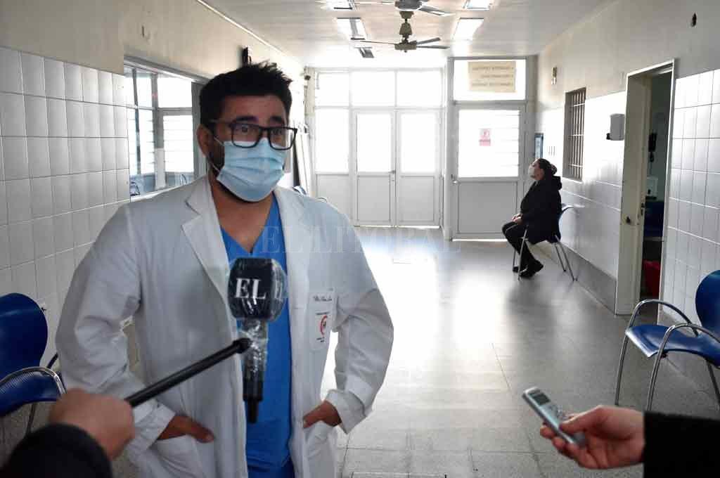 Leonardo Ponce, a cargo del área Covid de la división Guardias y Urgencias del Hospital Cullen. Crédito: Flavio Raina.