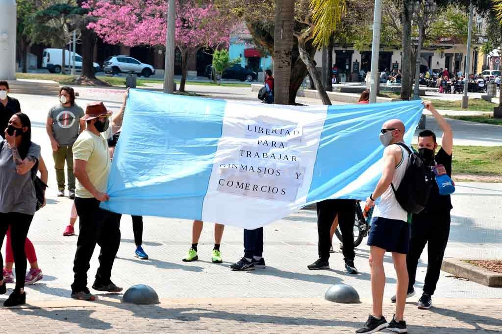 El pasado 11 de septiembre y antes de comunicarse el cierre de comercios, dueños de gimnasios y profesores protestaron frente a la Casa Gris. Crédito: Guillermo Di Salvatore