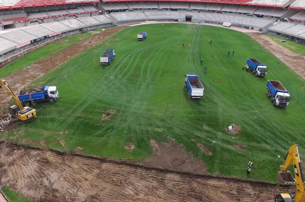 Obra Monumental. River invirtió 177 millones de pesos para cambiar el campo de juego. La obra, que incluye la posibilidad de aumentar la capacidad del estadio, se inaugurará el año que viene.    Crédito: Gentileza