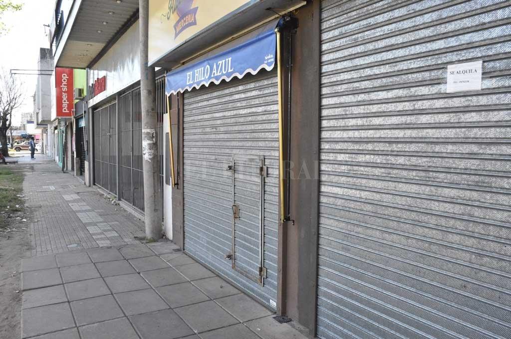 Turno tarde. Los negocios de la avenida Aristóbulo del Valle abren de 14 a 19.30 horas. Crédito: Flavio Raina