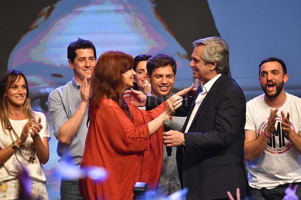 Cristina Fernández, Áxel Kicillof y Alberto Fernández festejando en triunfo del Frente de Todos. Fue hace menos de un año, en octubre de 2019. Crédito: Archivo El Litoral