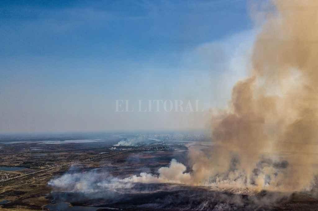 El humo provoca daños en la salud de la población y hubo demandas judiciales en las últimas semanas    Crédito: El Litoral
