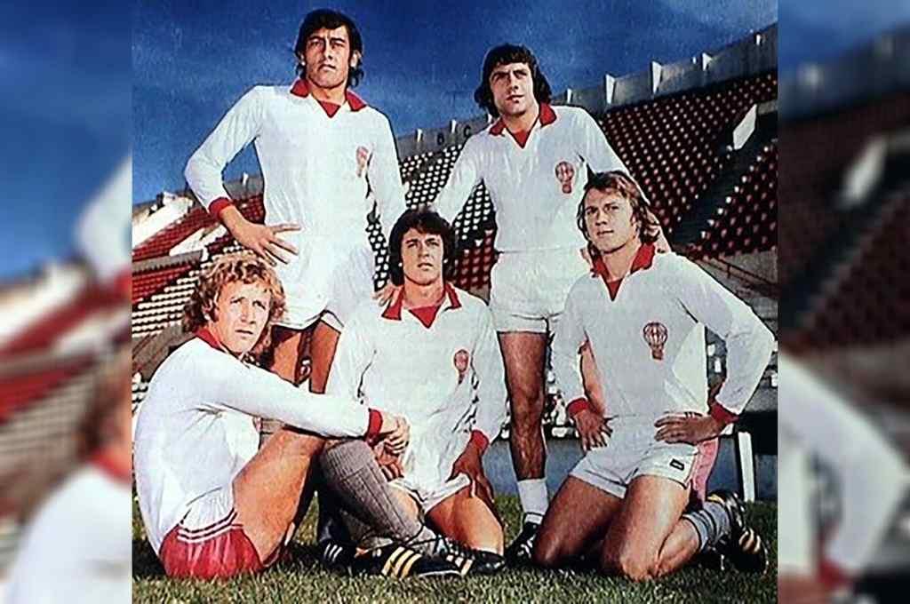 Parados Brindisi y Avallay; sentados y de rodillas, Babington, Housemann y Larrosa. Ellos edificaron el fútbol