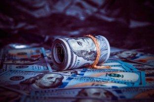 """En el primer día de nuevas restricciones, el dólar """"blue"""" se vendía a 145 pesos"""