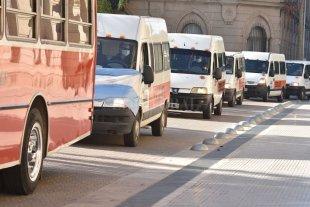 Llegó ayuda económica a transportistas escolares -  -