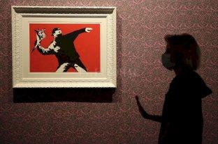 """Banksy perdió una batalla legal por los derechos del graffitti """"El lanzador de flores"""""""