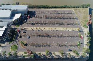 Preocupa el futuro del shopping de la ciudad - Donde antes estacionar se requería de unos cuantos minutos de espera, ahora la playa de estacionamiento es un desierto que desespera.