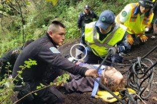 El arriesgado rescate de un hombre que cayó en el interior del volcán Xitle