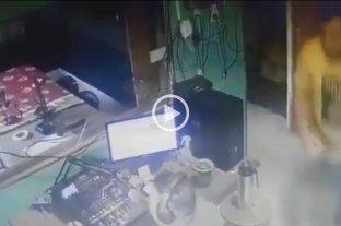 """Video: Agredieron """"en vivo"""" a un periodista que estaba denunciando hechos de corrupción en Chaco"""