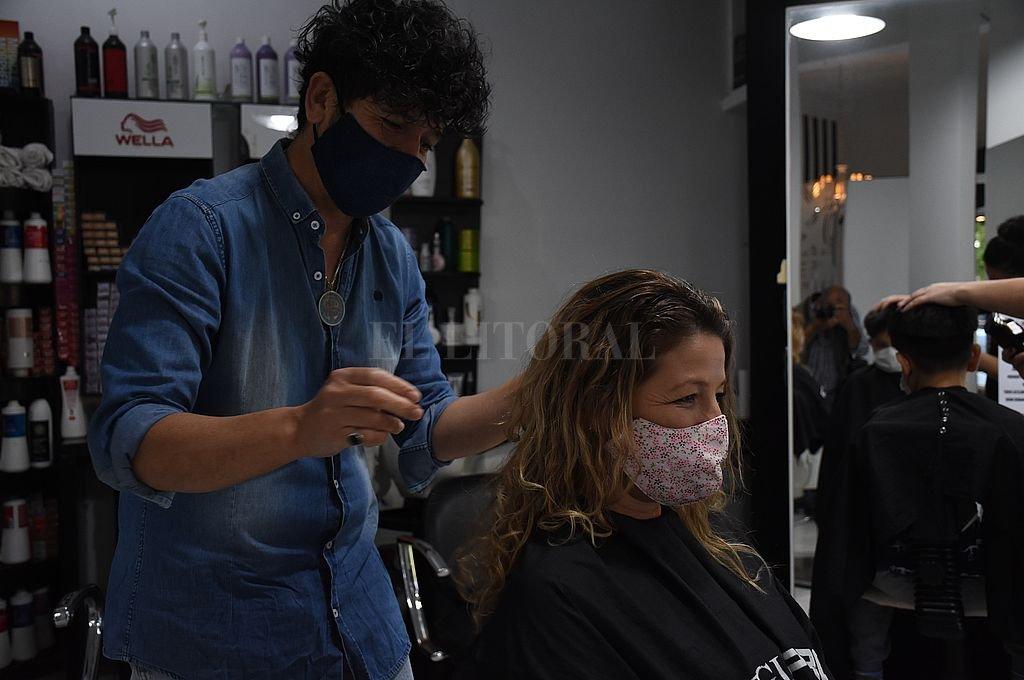 Habilitan los servicios de peluquería, manicuría, cosmetología y podología en Santa Fe y Santo Tomé -  -