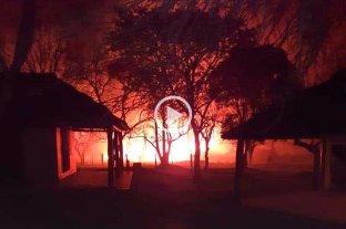 Se desató un incendio en un predio deportivo de Sauce Viejo -  -