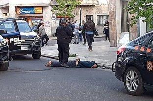 Arresto ciudadano en Rosario: los vecinos detuvieron a dos motochorros -  -