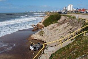 Insólito: Un auto cayó desde un acantilado en una playa de Mar del Plata