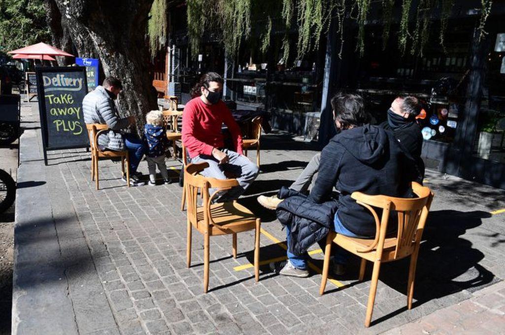 Bares en la capital nacional pueden abrir con mesas al aire libre Crédito: Gentileza
