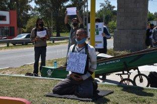 Primavera sin quemas: vecinos de La Costa se manifestaron en la Ruta 1  - Ambientalistas reclamaron para que el Estado implemente el plan de emergencia y se dejen de provocar incendios en islas. -