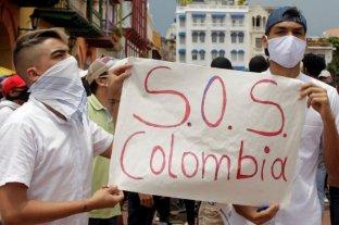Colombianos protestan contra la brutalidad policial, los crímenes de líderes sociales y la pandemia