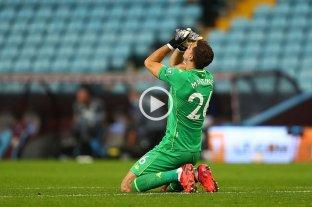 Debut soñado para Emiliano Martínez en Aston Villa: atajó un penal y se quipo ganó
