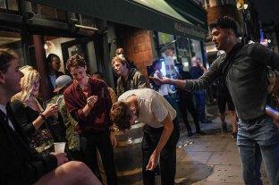 Inglaterra: bares y restaurantes cerrarán temprano por el rebrote de COVID-19