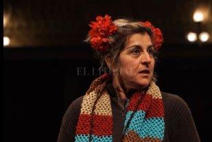 """Actuar para sobrellevar la ausencia - Alicia Galli durante el monólogo """"Yegüita, vení"""", que grabó en el Teatro Municipal. -"""