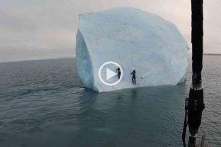 Impactante: un gran iceberg se volcó sobre dos exploradores cuando intentaban escalarlo
