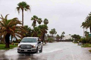 La tormenta Beta se debilita a depresión tropical en Texas