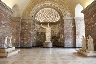 El Louvre presentó la restauración de la Atenea de Velletri
