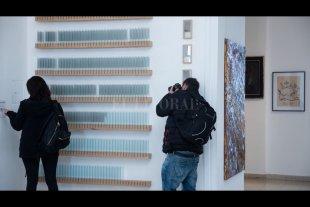 Fueron seleccionadas las obras del Salón de Santa Fe y el Premio Padeletti 2020 - El desarrollo del calendario del 97º Salón Anual Nacional de Santa Fe y 3º Certamen Hugo Padeletti. Estímulo a la investigación en el campo de las Artes se encuentra pausado, en virtud de las revisiones de las medidas sanitarias que se presentan.  -