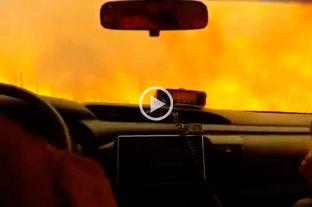 Video: Bomberos de Córdoba escapan del fuego