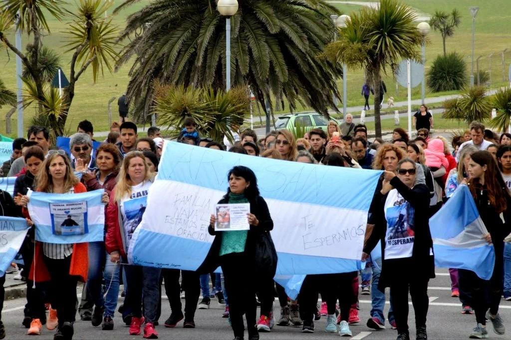 Familiares de tripulantes. Crédito: Gentileza La Capital de Mar Del Plata