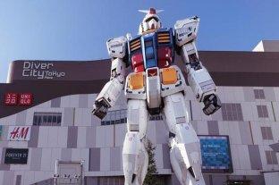 """El """"robot más grande del mundo"""" da sus primeros pasos en Japón"""