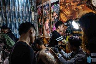 Insólito: una ciudad china ordena a los taxistas que se quiten los tatuajes