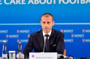 La UEFA seguirá permitiendo los cinco cambios en las diferentes competencias