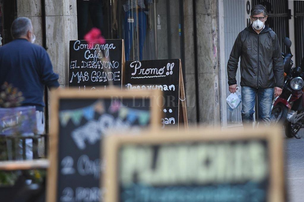 De momento, los locales gastronómicos sólo trabajan mediante la modalidad delivery y take away. Crédito: Pablo Aguirre
