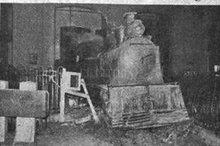 """La historia de un accidente ferroviario que casi provoca una tragedia en la Estación Belgrano - La locomotra """"desvocada"""" llegó hasta el hall central de la Estación -"""