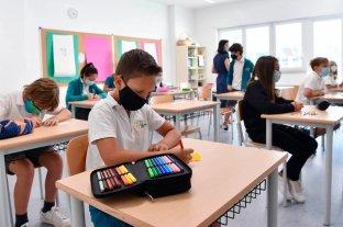 Con las escuelas abiertas en todo el país, Italia registró menos de 2.000 casos de coronavirus