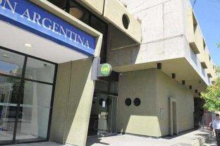 """La Pampa: se le """"escaparon"""" dos tiros de ametralladora a un custodio de Banco Nación"""
