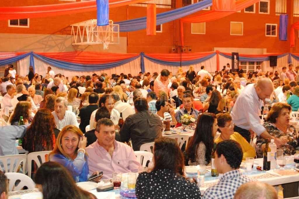 En el recuerdo. La fiesta provincial llegó a superar los 1.500 invitados, algo que se volverá a repetir cuando todo vuelva a la normalidad. Crédito: El Litoral