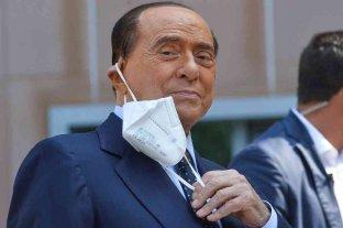 Berlusconi sigue dando positivo al coronavirus un mes después de su contagio