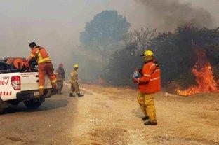 Continúa el combate contra dos focos de incendios forestales en Córdoba