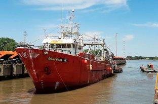 Un buque pesquero fue aislado tras confirmarse 26 casos de Covid-19