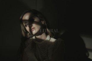 """Vanda presenta """"Human"""", su nuevo single y videoclip  - La canción fue lanzada originalmente en español a finales de abril de 2020 (""""Humana"""", escuchar aquí) y gracias a su excelente repercusión se estrena su versión en inglés. -"""