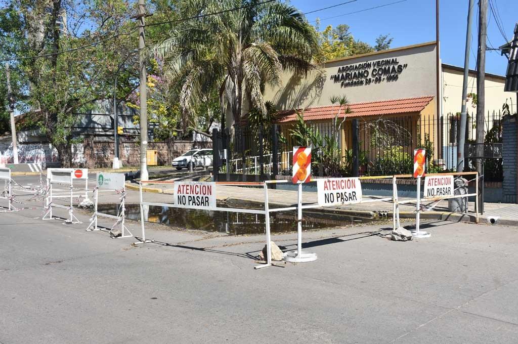 Precaución. Quienes transiten la zona deberán tener en cuenta este vallado preventivo colocado por el Municipio. Crédito: Flavio Raina