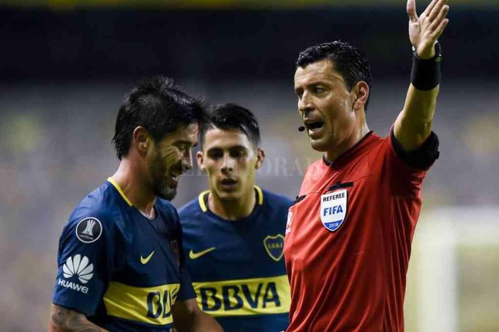 Boca es el primer argentino en jugar, con el chileno Roberto Tobar como árbitro. Crédito: Archivo