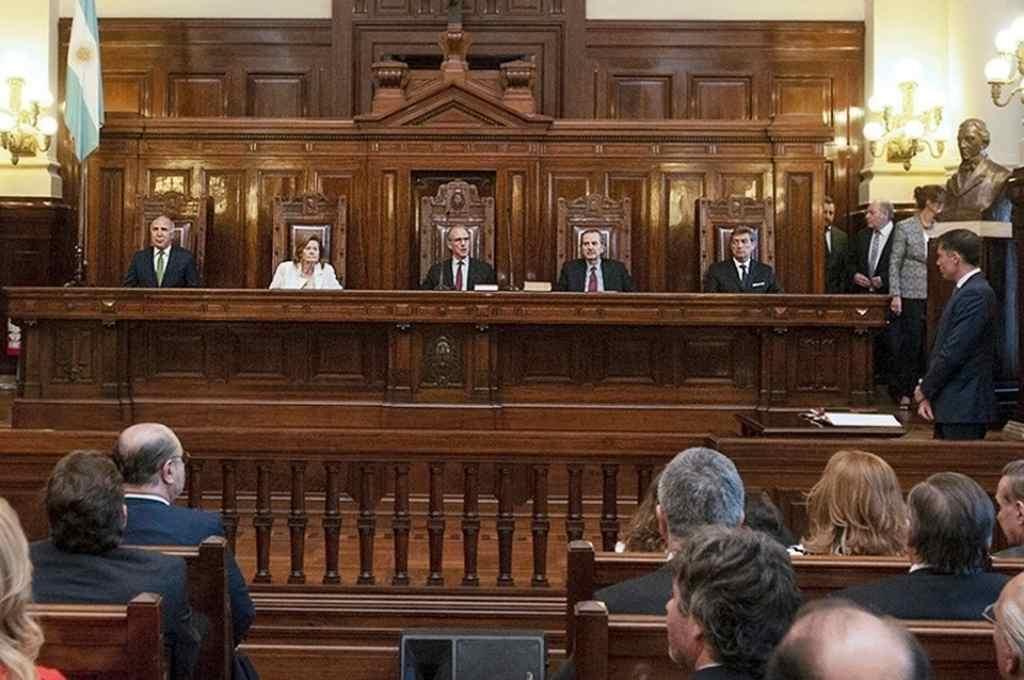 La Corte trata el caso de los tres jueces desplazados   -  -