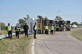 Volcó un camión en el acceso a la Circunvalación Oeste -  -