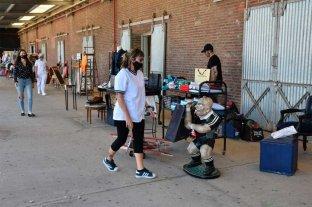 Comerciantes del shopping La Ribera atienden a cielo abierto -  -