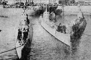 La historia de la llegada a la ciudad de los primeros submarinos de las Fuerzas Armadas  - Un hecho inusual e histórico. Tres submarinos llegaron al puerto de la ciudad de Santa Fe