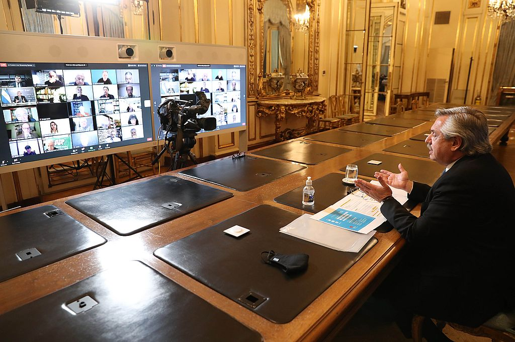 El presidente Alberto Fernández expuso en un encuentro virtual con autoridades de la Pastoral Social de la Arquidiócesis de Buenos Aires y representantes de los trabajadores, los empresarios, el agro y los movimientos sociales. Crédito: Presidencia de la Nación