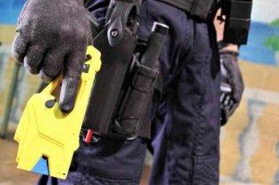 Sabrina Frederic entregó 90 pistolas Taser a grupos de élite de la PFA